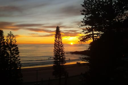 Luxury beach apartment - large bedroom + bathroom - Manly - Apartament