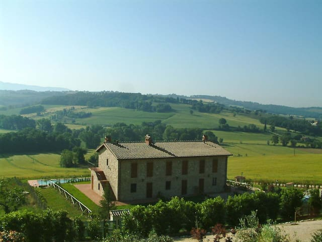 Near Todi appartment with swim pool - Ilci - Apartemen