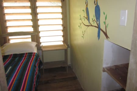 Single loft room in Roatan hostel - Sandy Bay