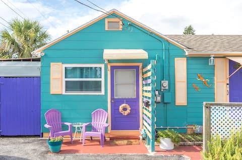 Gulfport Studio STEPS to Beach & Restaurants