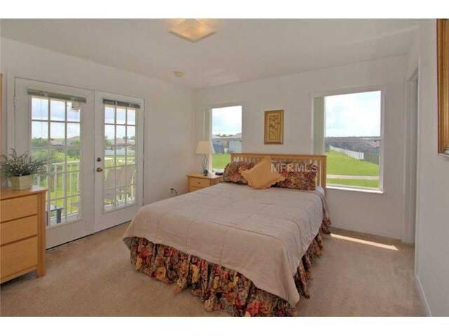 Habitación Principal en Fiesta Key Resort.