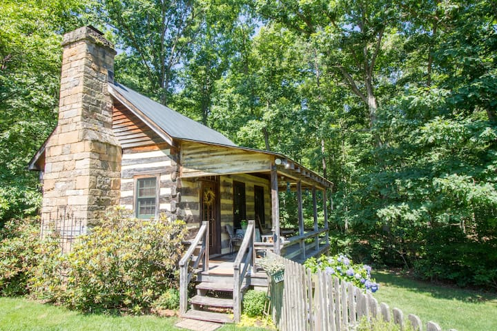 Langley | Cottage Getaway in Virginia Wine Ctry!