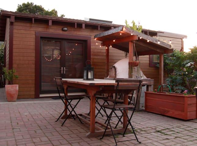 Urban Oasis @ Urban Farm-Grand Lake - โอ๊คแลนด์ - ที่พักพร้อมอาหารเช้า