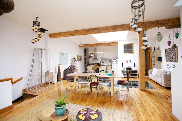 Spacious 2fl homey loft with rooftop terrace