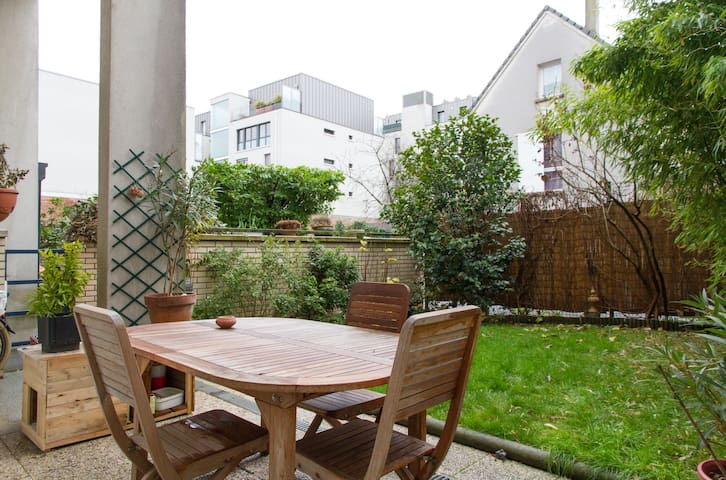 Nice room in a duplex flat - Montreuil - Apartment