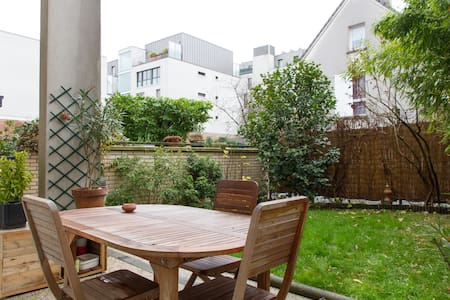 Nice room in a duplex flat - Montreuil - Wohnung