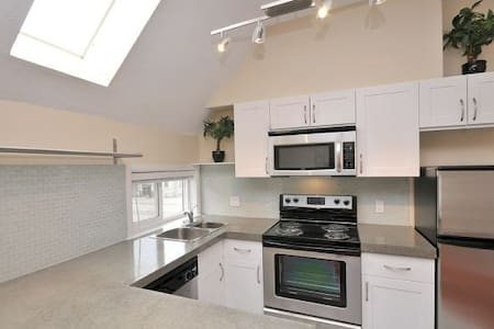 Renovated Suite in Rockland Area