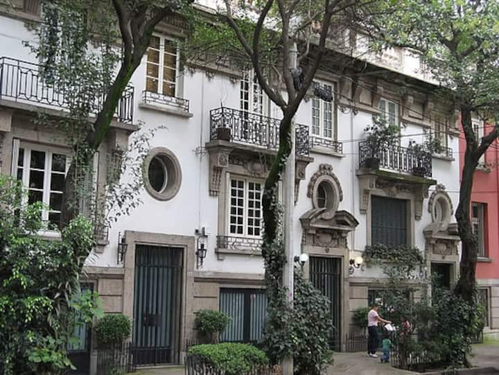 Beautiful 3 bedrooms apartment in heart of Roma