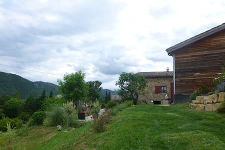 Grande maison ancienne dans joli cadre de verdure - Privas - บ้าน