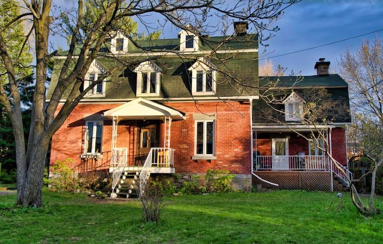 Maison patrimoniale vieux Ste-Rose