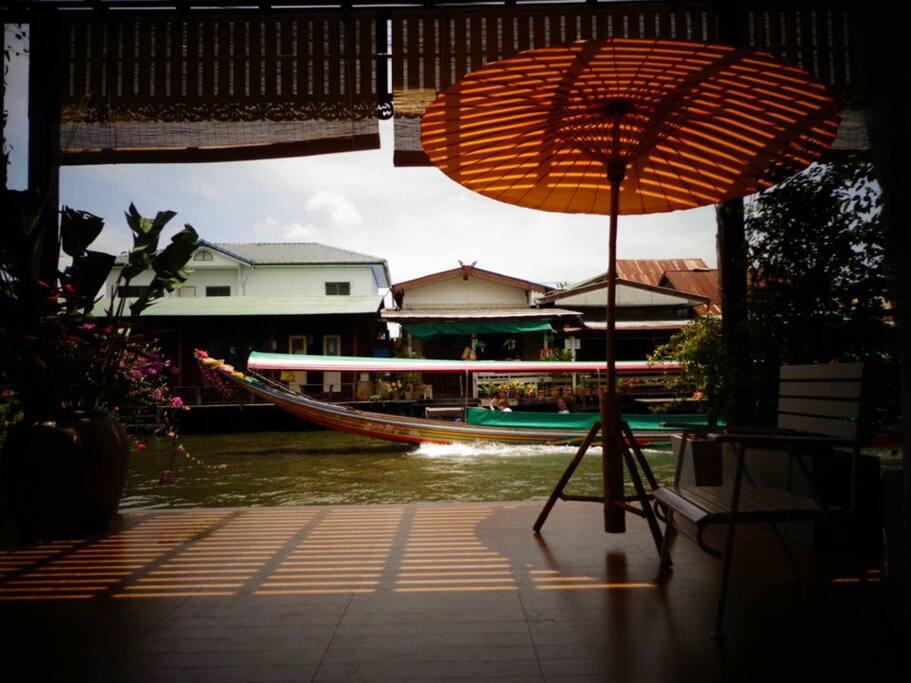 บรรยากาศบริเวณริมน้ำ BangLuang House