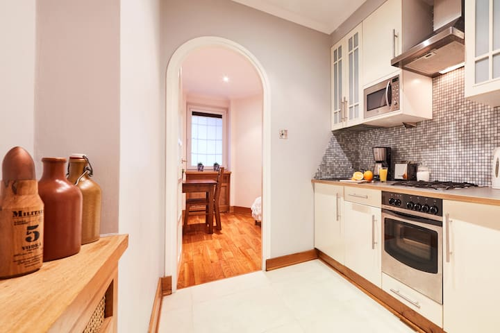 Stylish Living 600m to Main Square 2 bedroom
