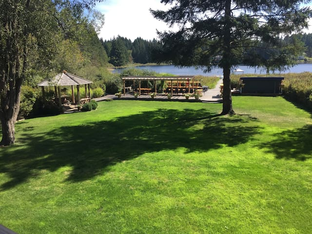Nanaimo Lakeside Peace and Tranquility - Lantzville - บ้าน