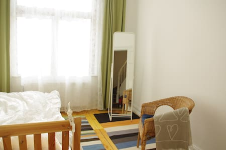 Sunny room with private bathroom - Lübeck