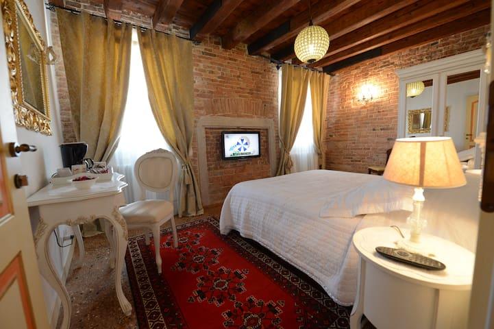 "room on the water ""PERLA BIANCA"" - Venice - Apartmen"