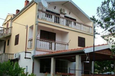 Apartman Divna - Vir