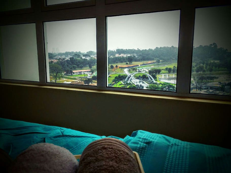 Wake up every morning to the majestic view of the Sultan's Istana - Palace from your plush king size bed.