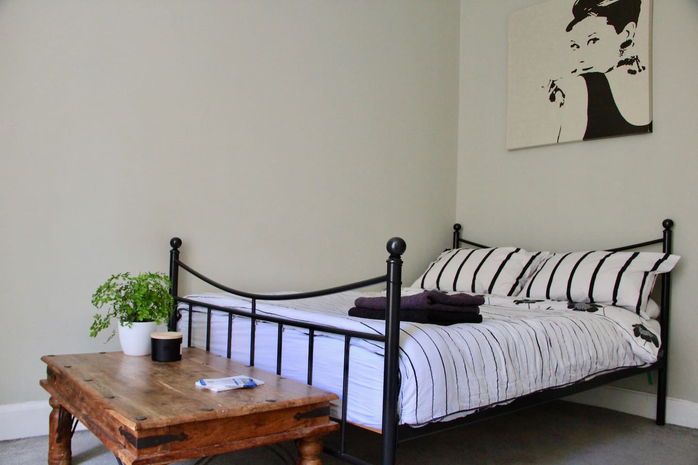 Private double bedroom - spacious and bright