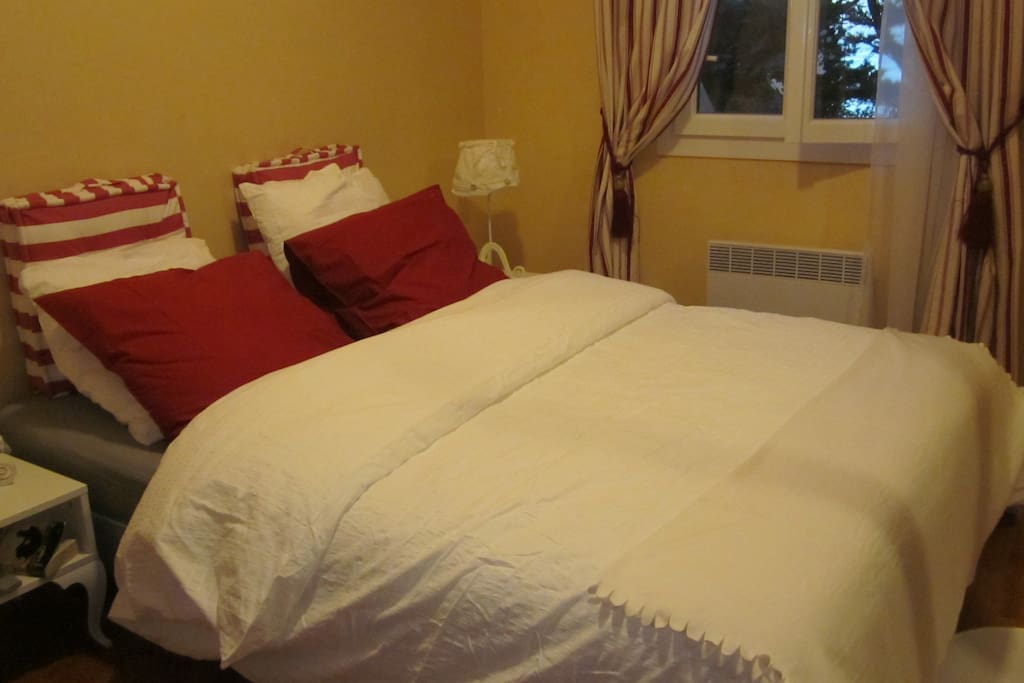 BED ROOM DOUBLE BED '160 CM