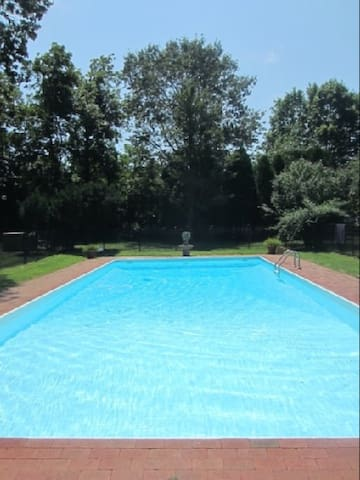 Hampton Summer Home & Heated Pool - Remsenburg-Speonk - Casa