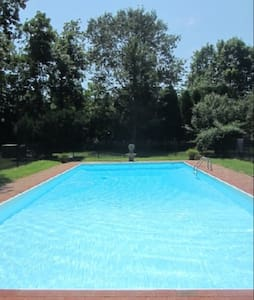 Hampton Summer Home & Heated Pool - Remsenburg-Speonk