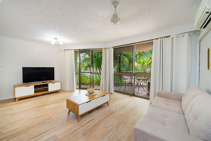 OLD BURLEIGH 2 Bedroom 2 Bathroom Apartment - Broadbeach - Byt
