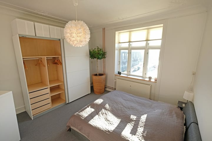 Nice bright room close to center of Cph!