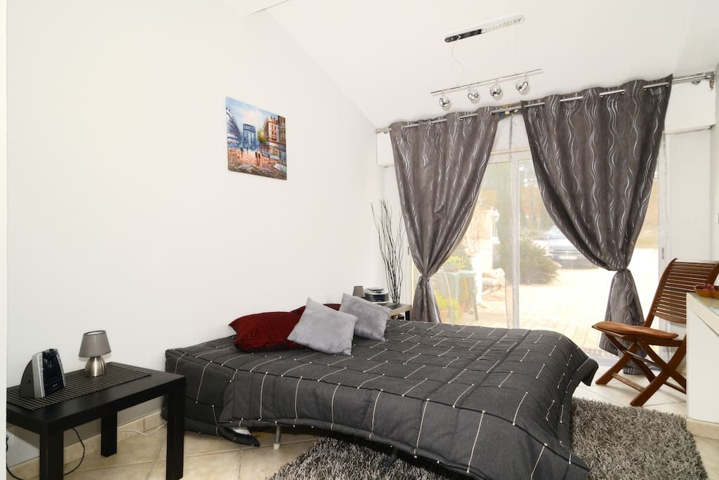 chambre d 39 h tes aix en provence suites louer aix en provence provence alpes c te d 39 azur. Black Bedroom Furniture Sets. Home Design Ideas