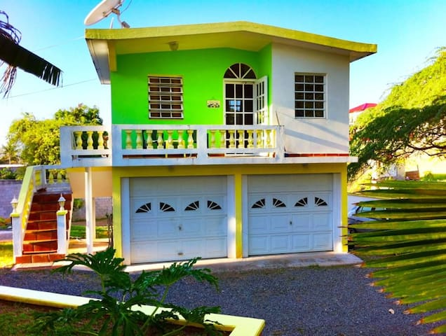 Casa De Claire - Garage Studio Apt.