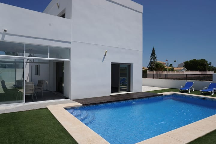 Beautiful modern villa, very spacious and well equipped. On a private, fully fenced plot w