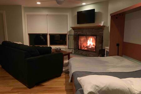 TrailCreek 1BR+Murphy Bed-Ski Home/Shuttle/Parking
