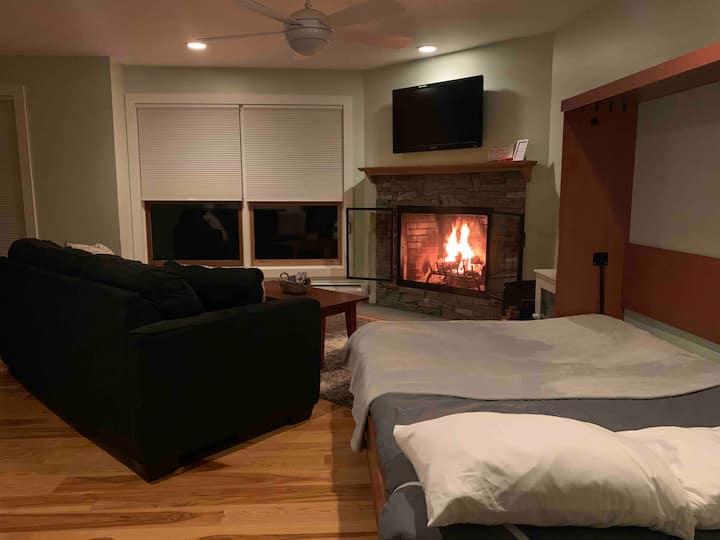 TrailCreek 1BR+Murphy Bed-Walk/Shuttle-->Ski Home!