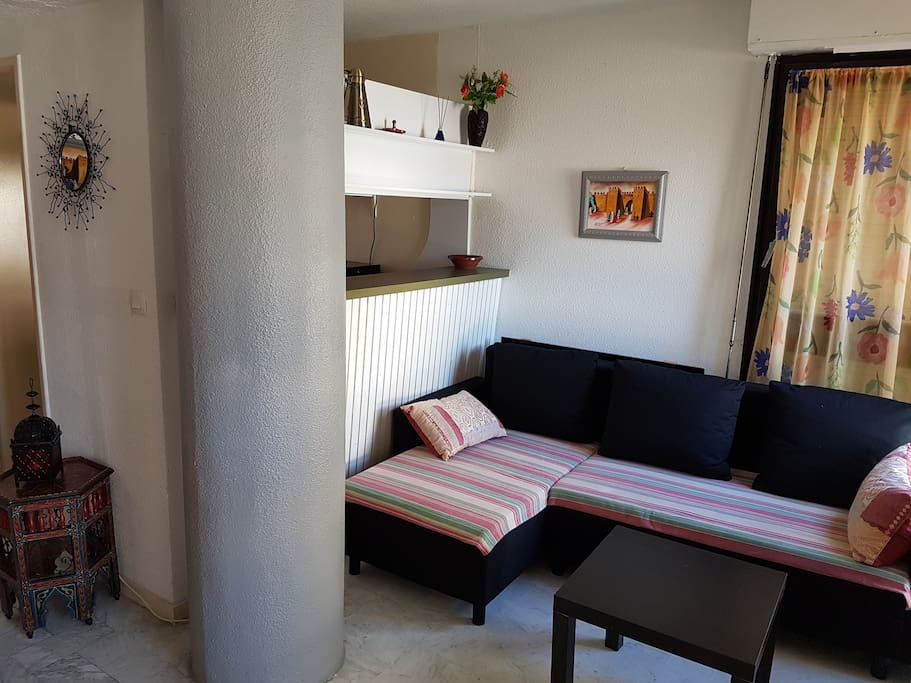 Super localisation logement 1 chbre salon garage flats for Salon de coiffure la grande motte