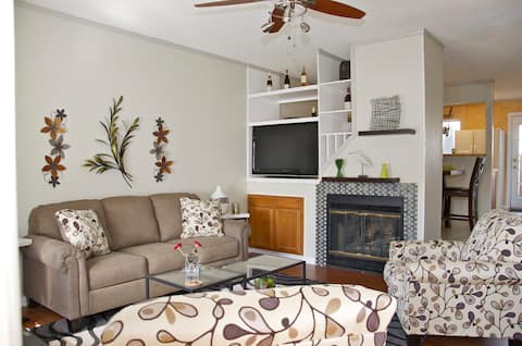 2 b/r, 2.5 bath Condo-Close to Lackland AFB