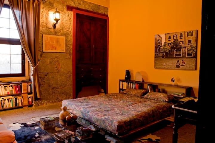Fabulosa habitación con wifi. Villa Lilla