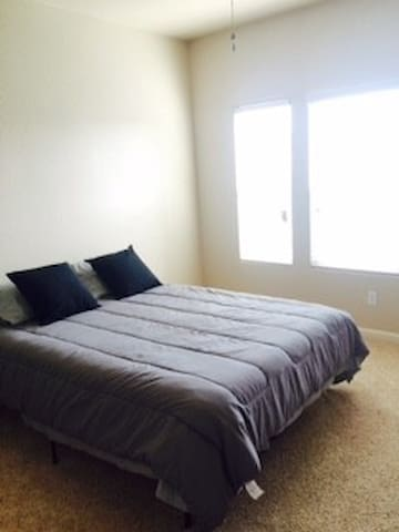 Queen Size Bedroom Near Ag Show - Tulare