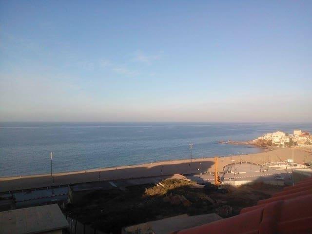 F2  avec balcon et demi vue sur mer. - Boumerdes - 公寓