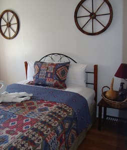 SINGLE ROOM WITH 1 QUEEN SIZE BED  - Niagara Falls - Other