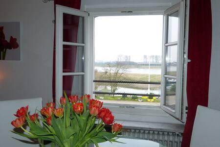 Flussblick Zimmer Queens,historische Villa - Leverkusen