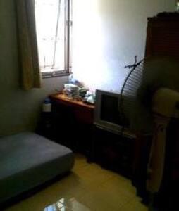 1 HOMESTAY Room For RENT - Dżakarta - Inny