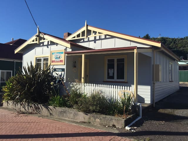 Cozy 2 Bedroom Cottage in Great Location - Queenstown - Pis