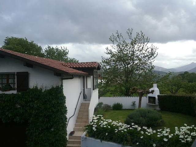 Maison au calme, vue sur montagnes - Macaye - Casa