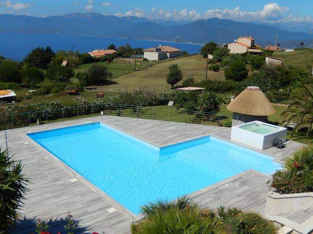 Appartement F3 en rez de villa vue mer et montagne