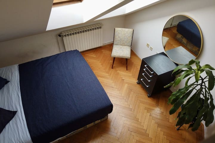 Comfy&Central Room w/ Beautiful Rooftop Terrace