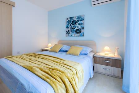 Blue pearl- studio apartment ,close to the beach