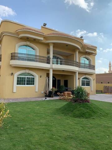 Suite Room in an Amazing Expats Villa AL Barsha