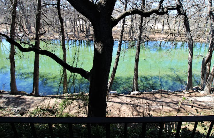 Home Overlooking a Beautiful Spot on the Frio!