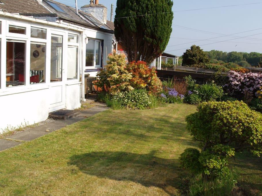 Enclosed garden to enjoy sun