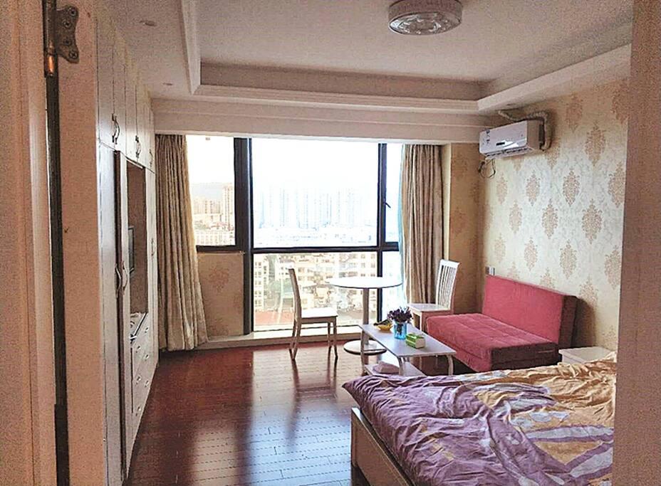 卧室跟客厅,宽敞休闲