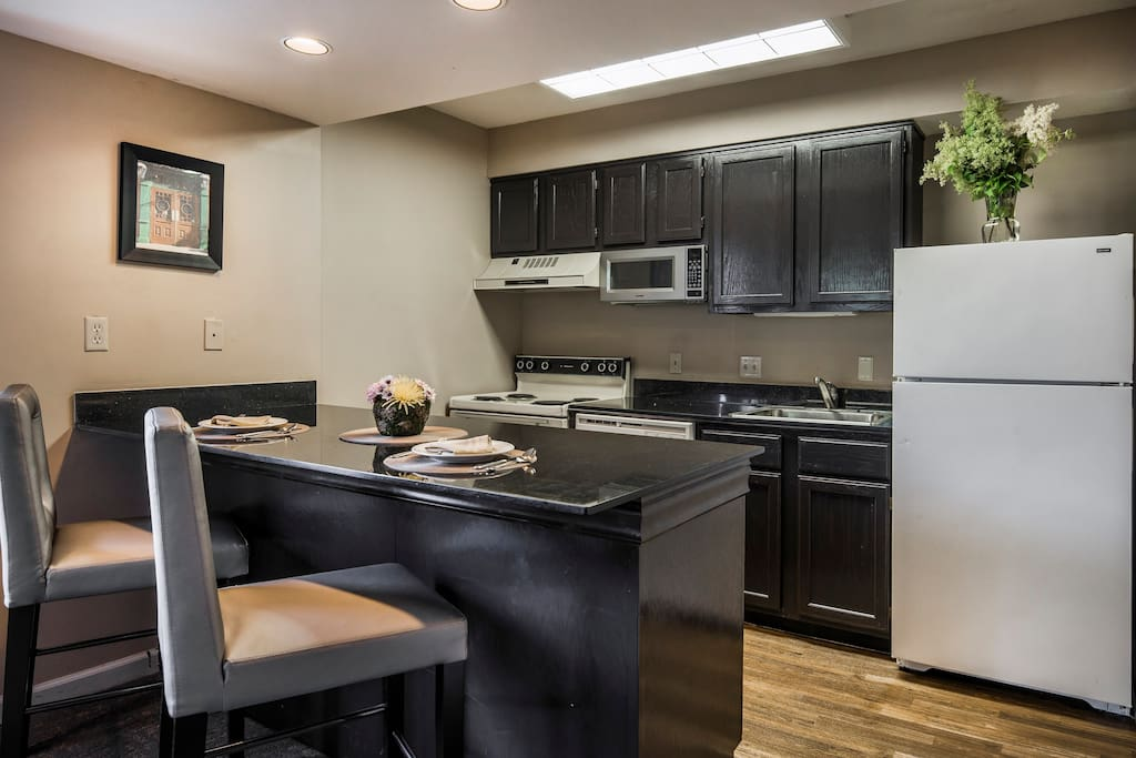 King Suite W Living Room Kitchen In Dublin Ohio United States